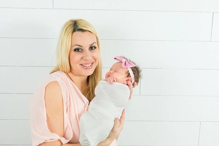 mom in arizona holding her newborn