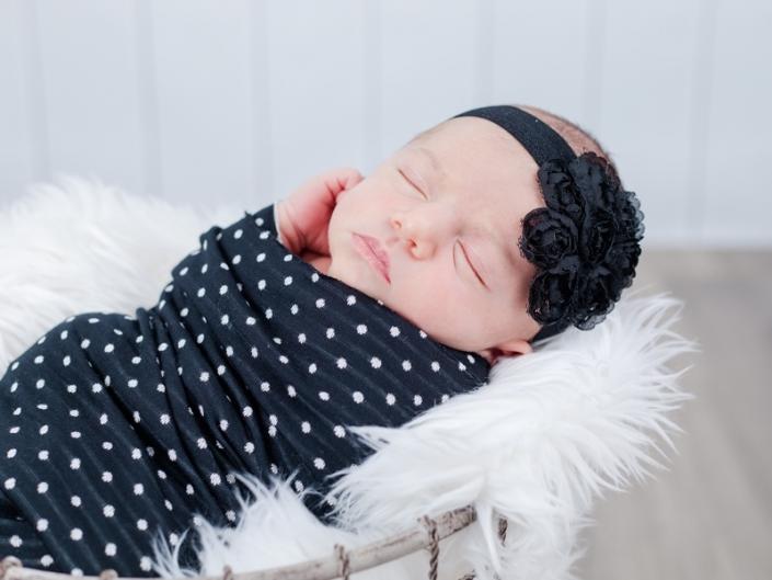 m 0W4A2312 705x529 - Newborn Portraits
