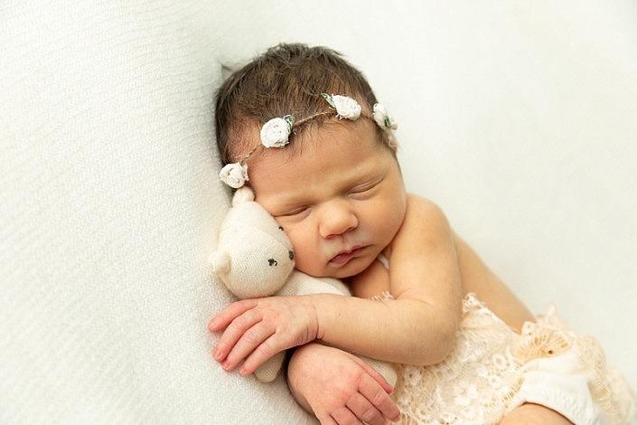 m 0W4A9903 705x470 - Newborn Portraits